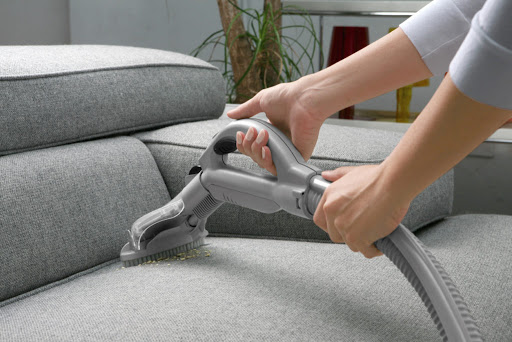 Professional Couch cleaning vs. DIY: Which one is better?